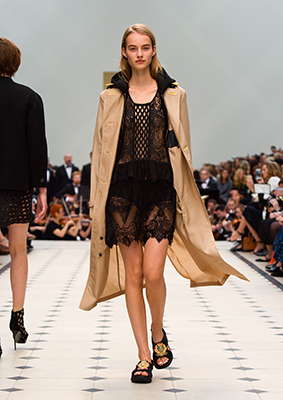 B10Burberry Womenswear S S16 Collection - Look 4